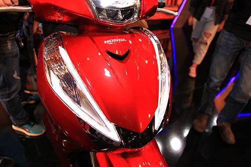 Honda Sh ý 300i Nhập Khẩu Màu đỏ Tươi Bán 248 Triệu Tại Việt Nam